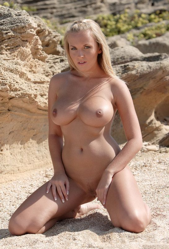 fille nue a la plage busty anal sex